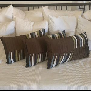 PIER 1 Throw Pillow Set